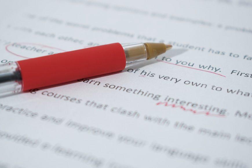 je vais relire  critiquer et corriger tout document